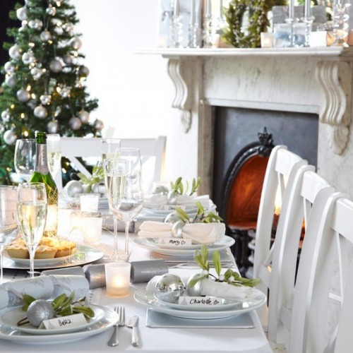 PE323984 500x500 Creative Christmas Table Settings
