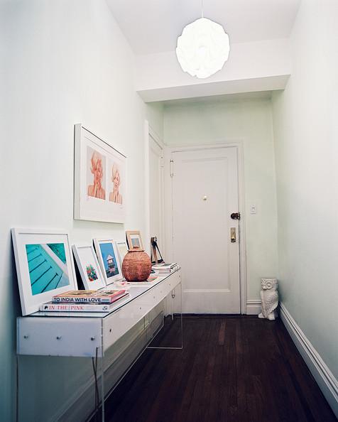 Midcentury+Hallway+Framed+art+propped+against+NFXhuKl6bl-l