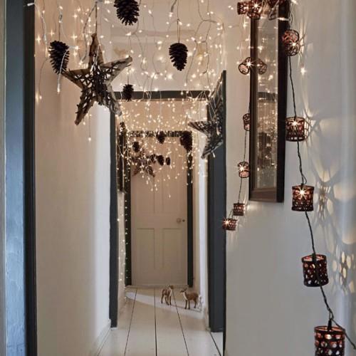 Deck the halls 10 christmas hallway decorating ideas How to decorate your hallway for christmas