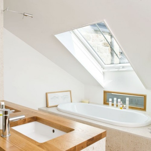 small bathroom velux room 25 beautiful homes 500x500 12 Small But Beautiful Bathrooms
