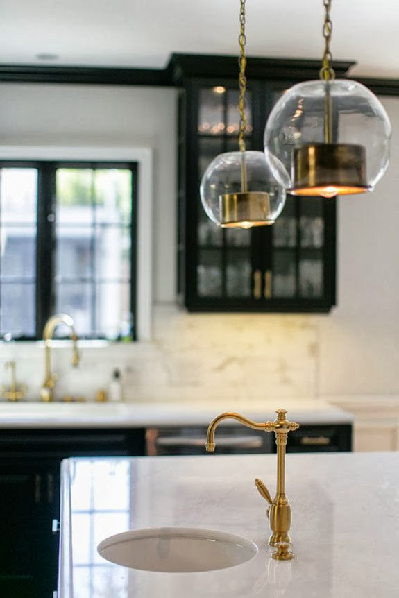 white-marble-countertops-black-kitchen-cabinets-brass-fixtures-jessica-claire-photography-brunch-at-saks